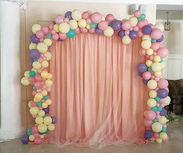 Как самостоятельно украсить комнату шарами